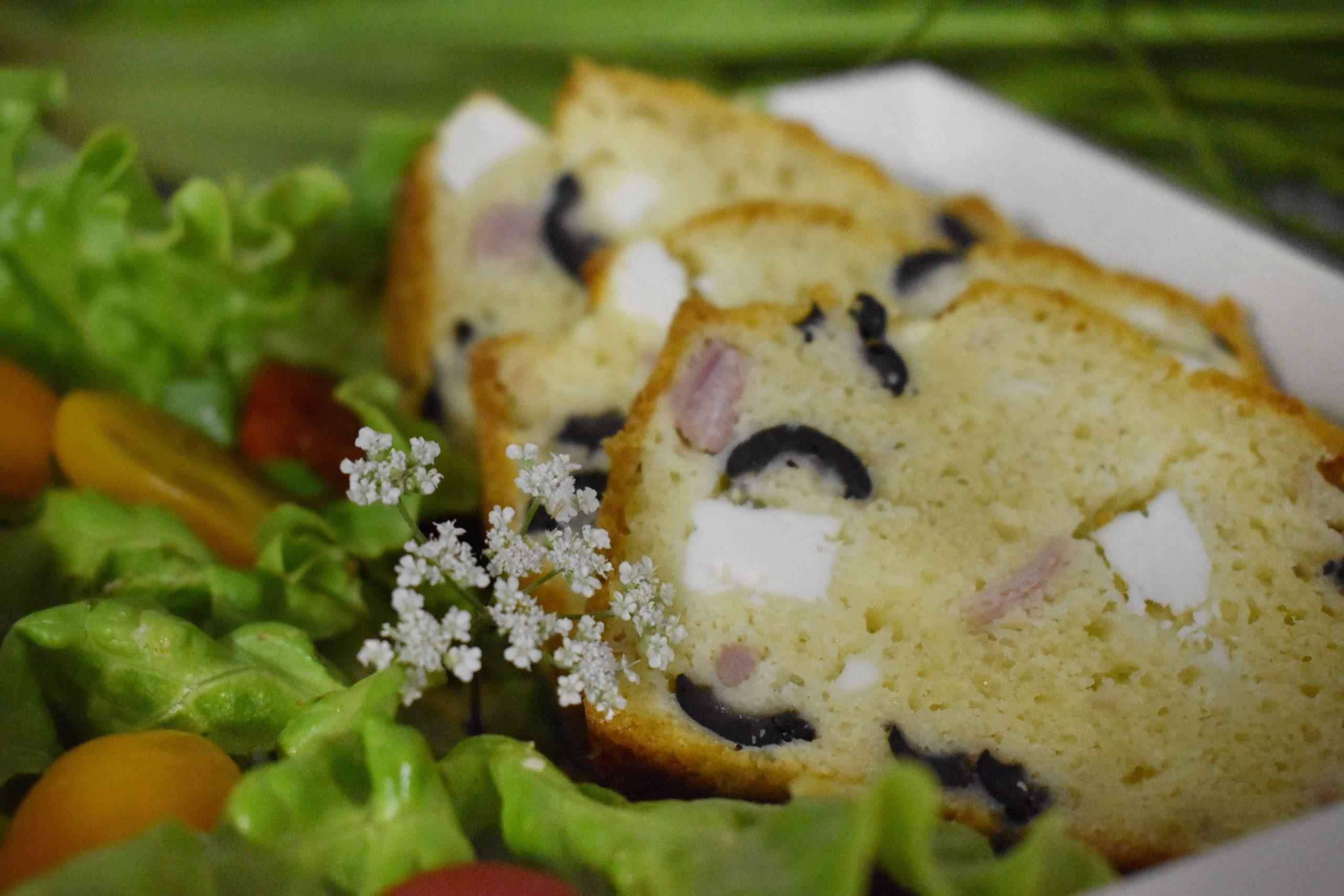 Cake aux lardons, olives et féta
