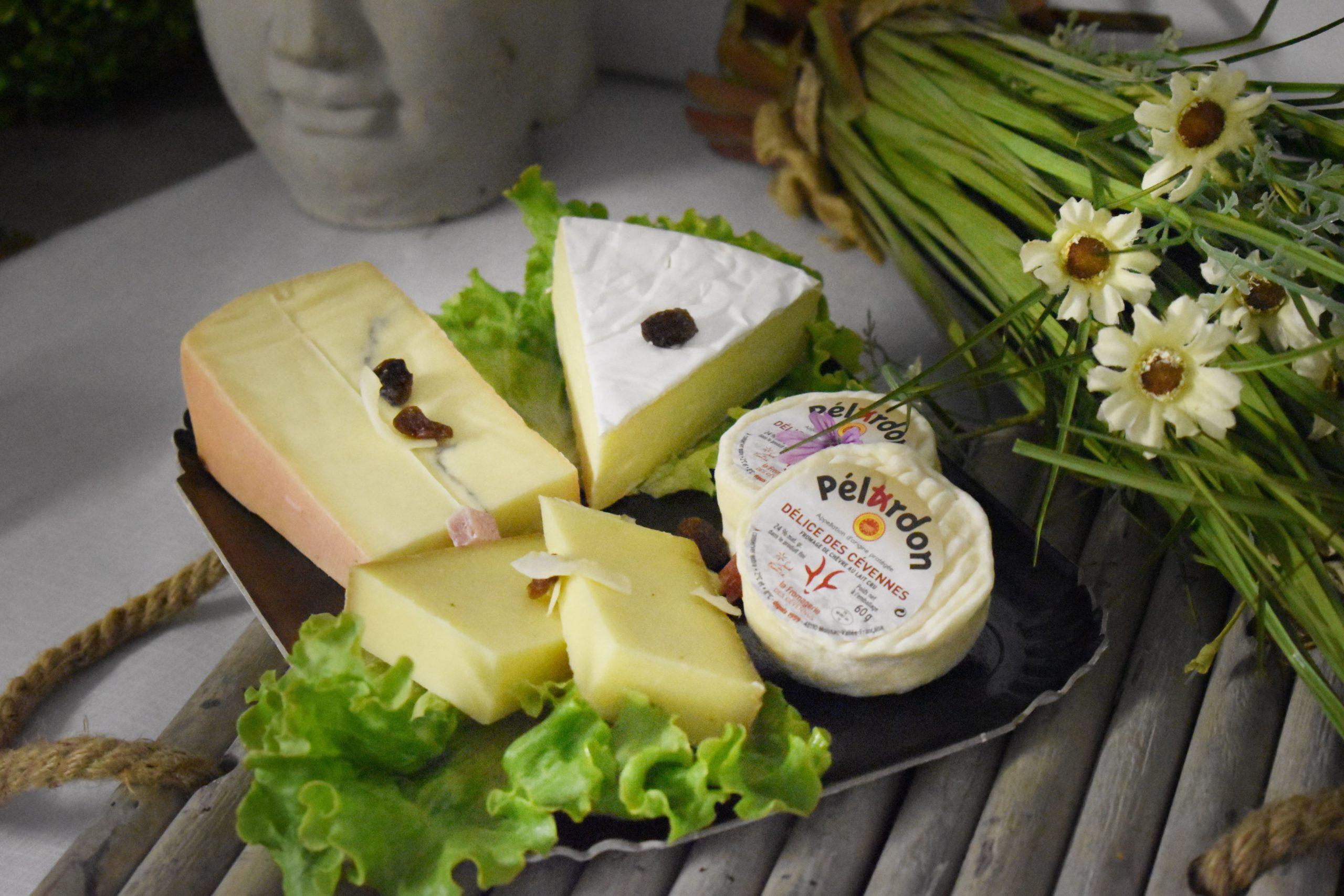 Planche de fromages AOP et pains spéciaux (sur une base de 10 personnes)